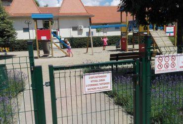Elkészült a játszótéri kerítés a Főtéren