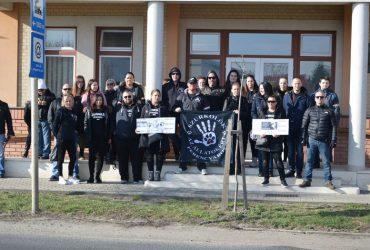 Demonstrálás az állatkínzás ellen